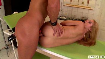 Pissing XXX porn makes Milf Cathy Heaven'_s asshole gape during fetish fuck