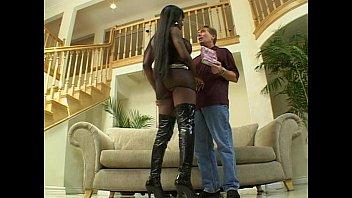 Dark skin slut gets anal fucked