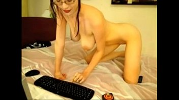 Sexy Tall Euro Girl Frigging Herself on Cam -tinycam.org