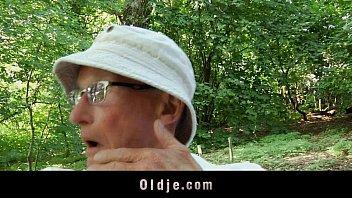 Perv old man spanks and fucks teenie in the woods Vorschaubild