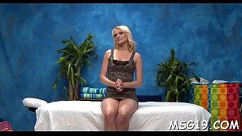 Skinny blondie enjoys blowjib