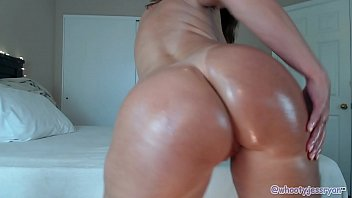 Mature Camgirl Twerks Big Ass