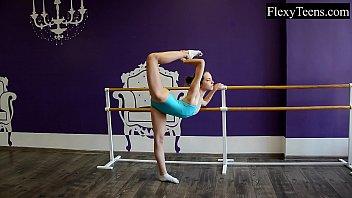Fiatal girl ballerina Vorschaubild