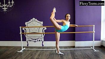 Naked ballet video Fiatal girl ballerina