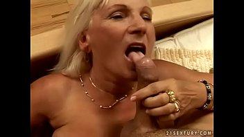 Granny Mamie loves to fuck