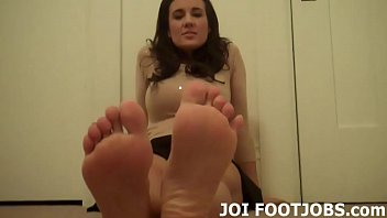 Woman how love to suck cock Slide your hard cock between my feet joi