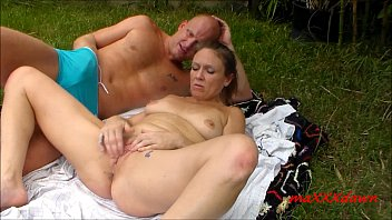 Wife suck backyard - Backyard cunnilingus