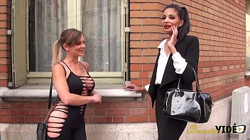Mélissa sexy beurette a le droit a un gangbang d'anthologie