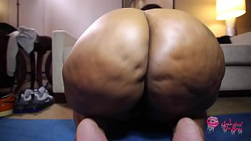 Juicy Tee can't keep her mouth off her gym instructor. BBW Sexercise!