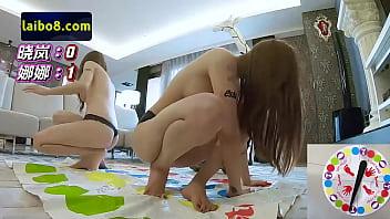 两个性感美女玩人体游戏,高难度动作暴露出绝美身材,不一样的风格耳目一新!