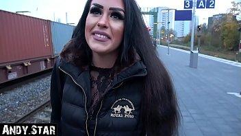 Cum running out of pussys Auf bahnhofsklo schwanger gemacht...ihr läuft die suppe aus der fotze