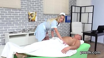 Perfect centerfold gets her pink cunt complete of warm urine and blasts 7分钟