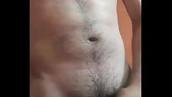 Arturo de méxico, es un chico muy hot, le gusta masturbarse y gravarse para enviarselo a sus amigas.