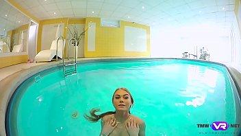 Tmw VR net - Nancy A - BLONDE ENJOYS SOLO PLAY IN A POOL