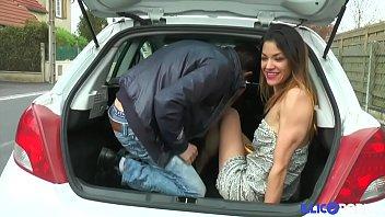 Soraya avale le sperme après l'anal [Full Video] illicoporno.com thumbnail