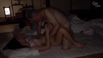 Nickt oon sex Japansk svigerfar licks og nikker ung kusse