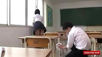 男子高校生が掃除していた女子生徒のパンチラに興奮!モッコリ股間を押し当てて性的アピールをする