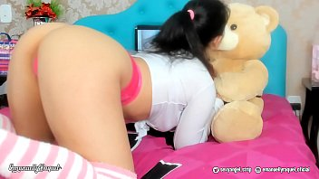 Sexy ass youtube Novinha safada brincando e chupando gostoso o pau do teu urso de pelucia - hot teen playing and sucking her teddy cock creampie