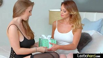 Amateur Lez Teen Girls (Lena Paul & Quinn Wilde) Kiss Lick And Play In Sex Tape clip-21