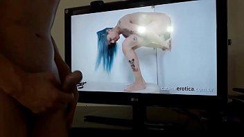 Batendo uma punheta assistindo atriz porn&ocirc_