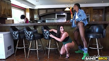 BANGBROS - Busty Babe Angela White's Big Tits on Monsters of Cock 12分钟