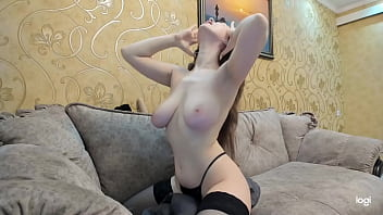 Pleasure tip Lovense lush : tip and it vibrates to give me pleasure connects us
