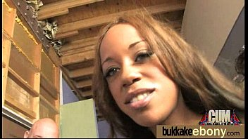 Interracial bukkake sex with black porn star 28 5分钟