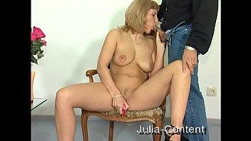 Blonde houswife masturbate in front of camera