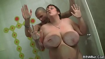 BBW gives head and gets banged in the shower