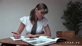 Jolie etudiante francaise sodomisee profondement avant le bon facial