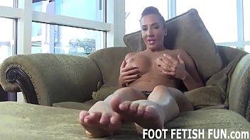I need a slave to worship my dirty feet