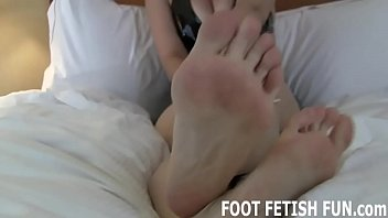 I need a slave to worship my dirty feet
