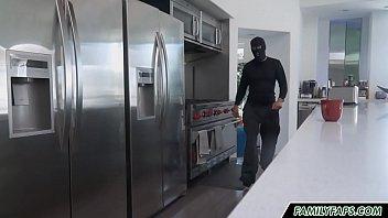 stepdad dresses like a thief to fuck his daughter Vorschaubild