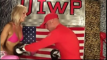UIWP Entertainment Savana vs Man in INTERGEDNER Belly Punching Boxing Match