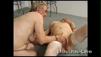 Kinky lady has an orgy with a huge cock shemale and a dude on the couch
