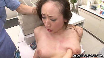 Machine fucks pussy close up Ayumi wakana is getting banged hard with a fucking machine