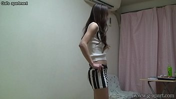 Sexy Japanese Madoka Hitomi change into bikini