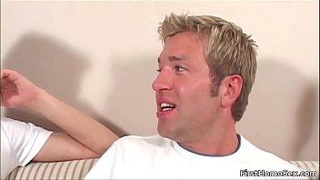 Dude get shis nice face jizzed with gay jizz
