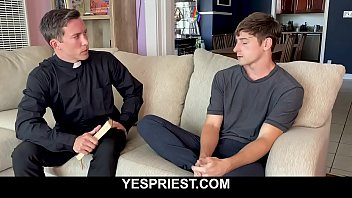 Hot priest licks and fucks younger jock bareback-YESPRIEST.COM