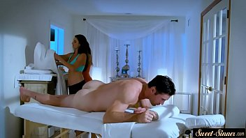 Cougar stepmom pussyfucked after massage