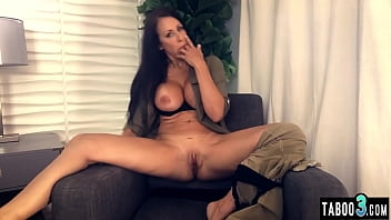 Big booty mature Reagan Foxx with massive boobs stripping and masturbating 6分钟