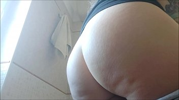 16576 I love feeling the cunt vibrate under the scrubbing jet of my hot pee, and I know you like it too preview