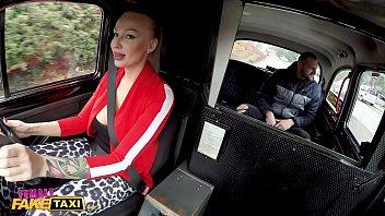 Taximetrista siliconata isi duce clientul in padure sa faca amor pervers
