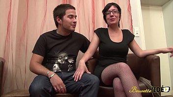 Zarah et Lenny rencontrés en club libertin s'amusent devant les caméras