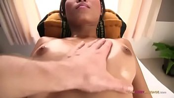 Putita cuerpo delgado perfecto que le encanta la verga gruesa después de ser tocada