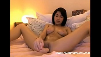 Asian Girl Loves Toying Dildo On Cam
