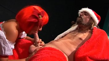 Eve has a fucking good job for Santa Claus