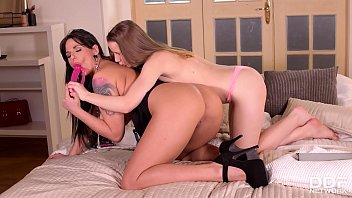 Double penetration teens Simony Diamond & Olivia Grace fill pussy with toys