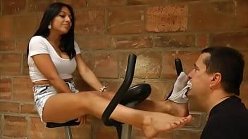 Sweaty stinky foot fetish - Doloress sweaty workout feet - www.c4s.com/8983/14673733