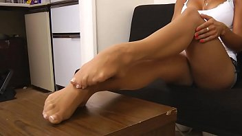 Cams4free.net - French Pedicure Brunette in Tights